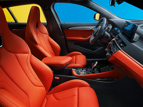 05.创新BMW X2内饰-熔岩红一体式M运动座椅